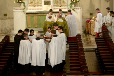 PontificalMass06[1].jpg